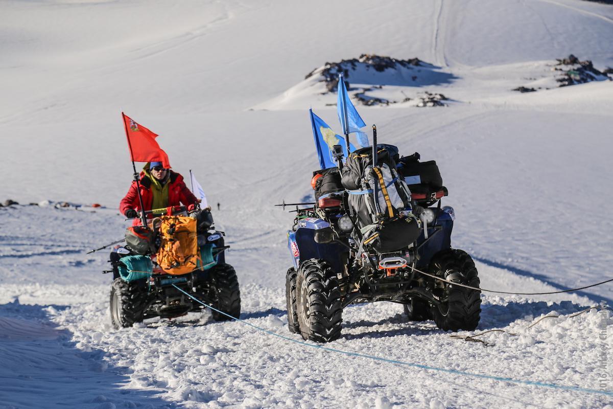 Квадроцикл на вершине Эльбруса: новый мировой рекорд!