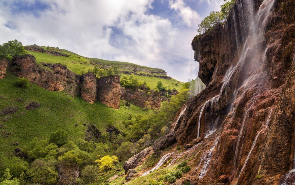 """Джип-тур """"Водопад Царская корона и озера Шадхурей"""""""